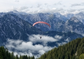 20200924-parasailing-01-16aa5780e6c88282bb99f132a024fa87862691a9